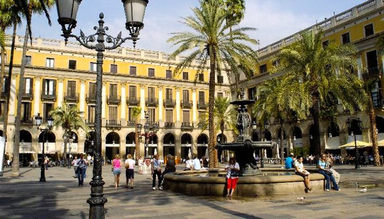 Placa Reial Lanterns - Antoni Gaudi Guide to Barcelona
