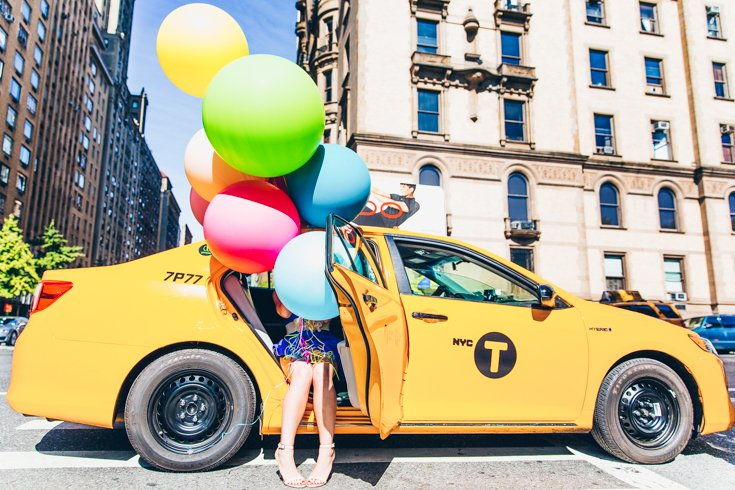 New York City Balloon and Yellow Cab - Tips for taking great photos of yourself