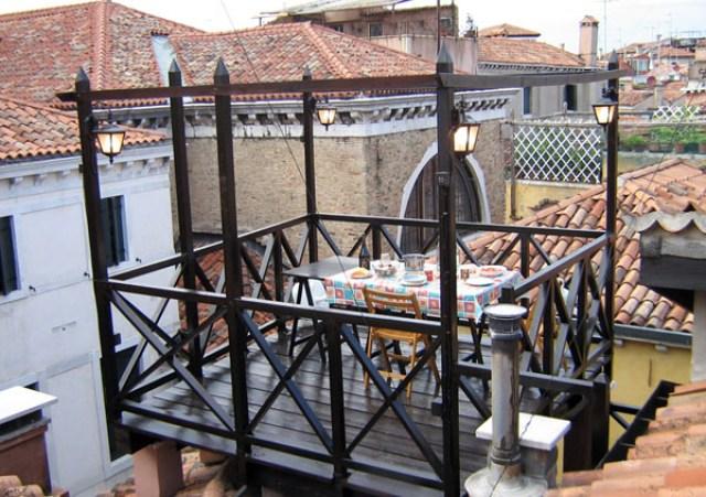 Mangiare su una altana veneziana