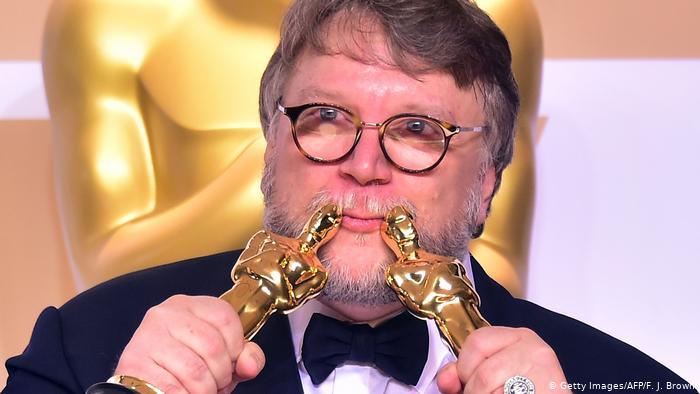 demanda Guillermo del Toro