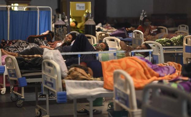 Los centros de salud colpasaron en La India | Foto: Web