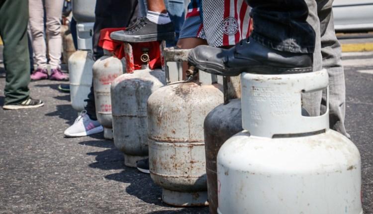 En Los Guaritos esperan por la venta de gas.