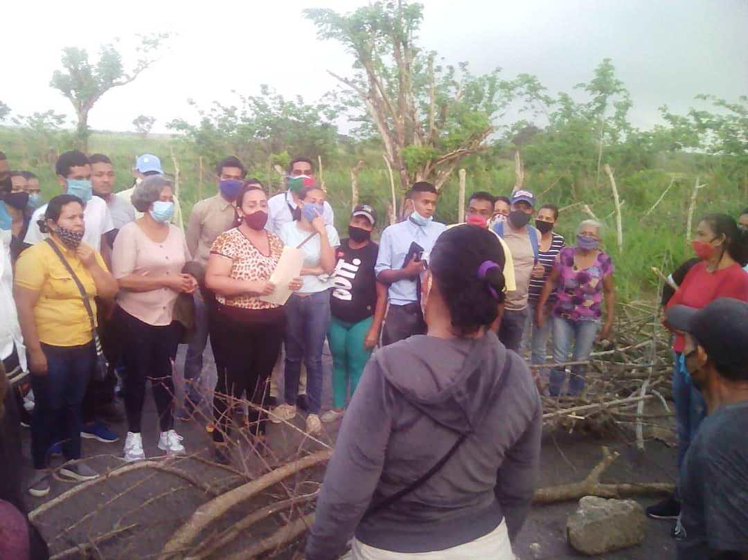 laverdaddemonagas.com vecinos de potrerito trancan la via para reclamar agua y salubridad 7