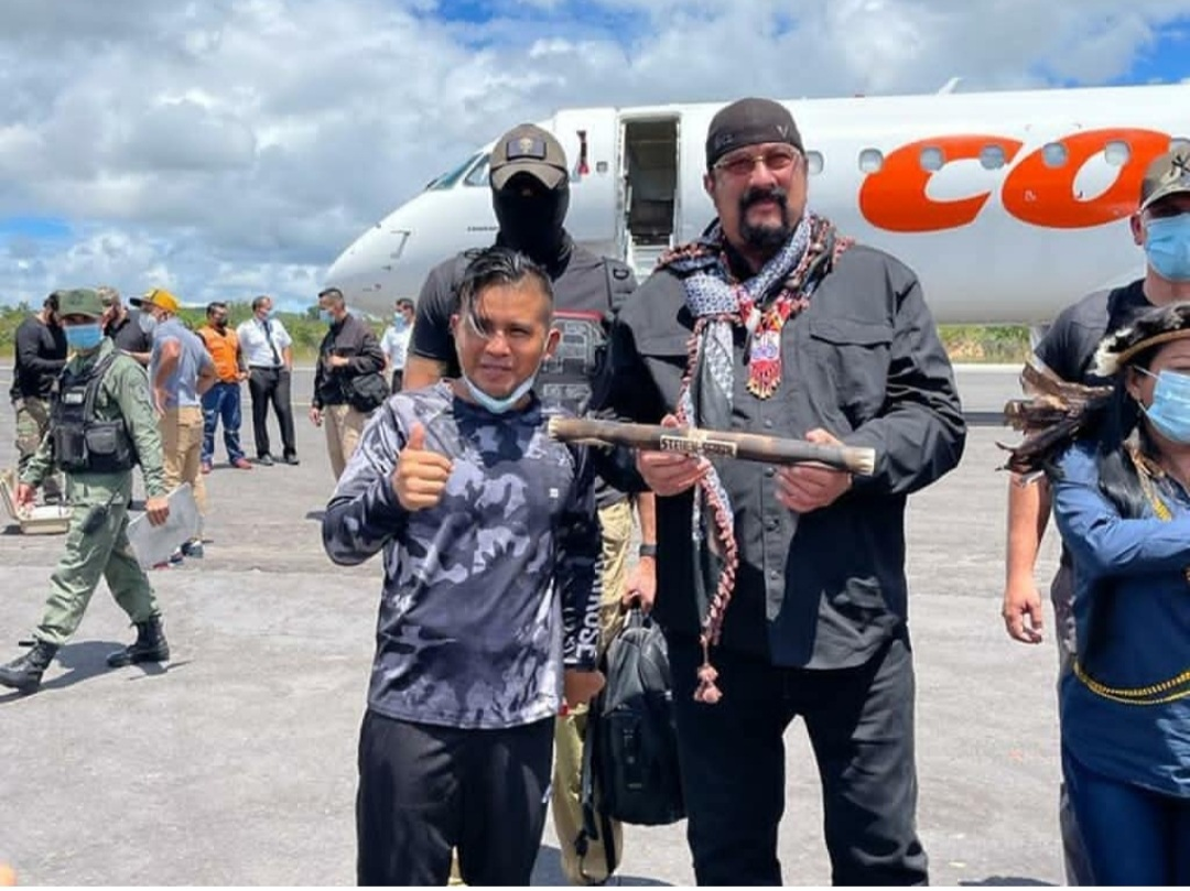 actor steven seagal realizo recorrido junto al ministro de turismo por el parque nacional canaima 2
