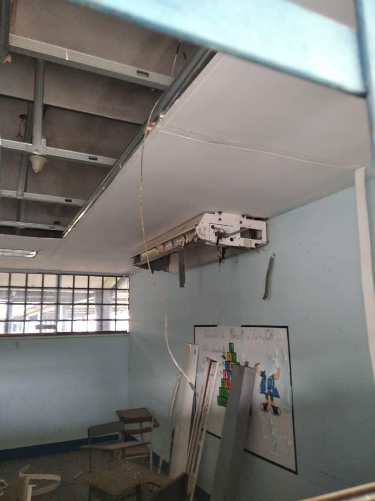 upelistas ven clases en los pasillos desvalijados de la universidad 3