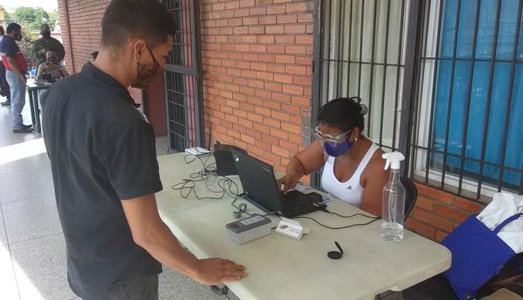 Sólo tres minutos duran los maturineses para inscribirse ante el Registro Electoral