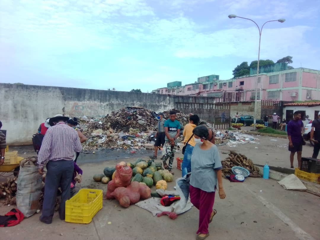 mercado los bloques apesta por basura acumulada laverdaddemonagas.com whatsapp image 2021 07 28 at 7.40.10 am 2