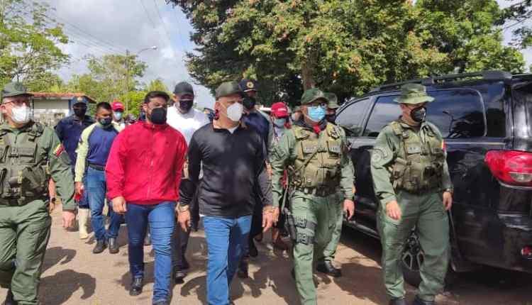 Autoridades civiles y militares inspeccionando en comunidades al Sur de Maturín.