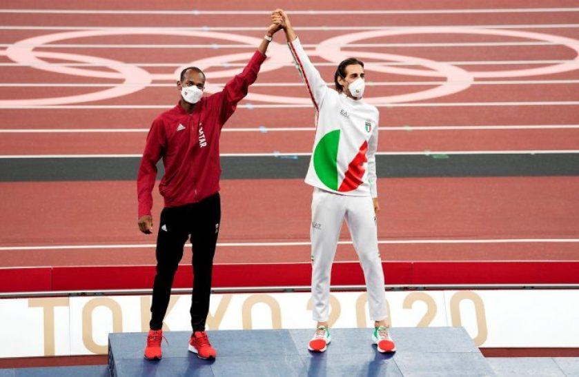 dos atletas comparten medalla de oro en los juegos olimpicos de tokio laverdaddemonagas.com b08359fa895c0b7dbef6c319e6c1725abc1fa426 696x454 1