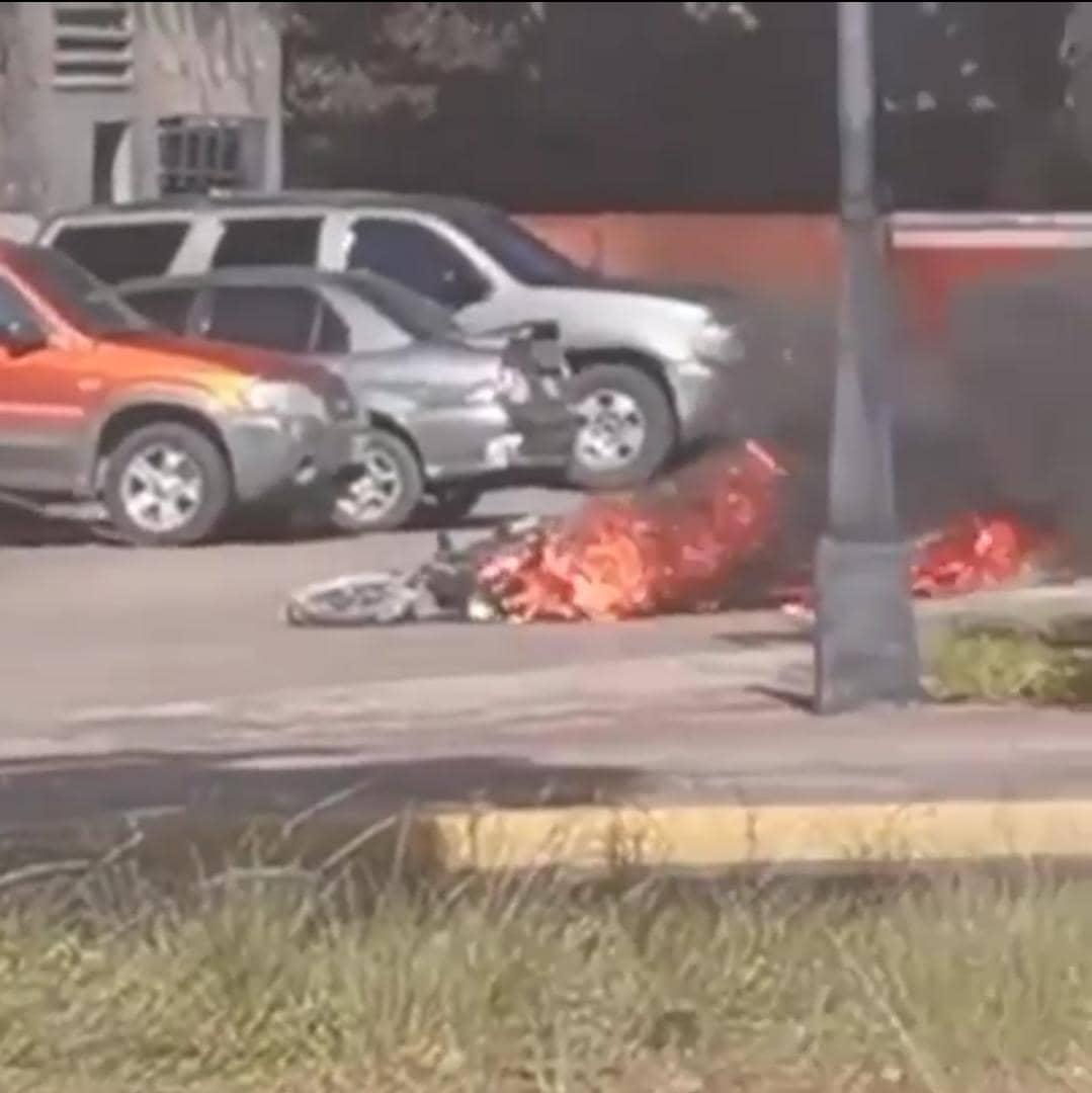 se incendio una moto en gasolinera de la avenida bolivar de maturin videos laverdaddemonagas.com moto en llamas