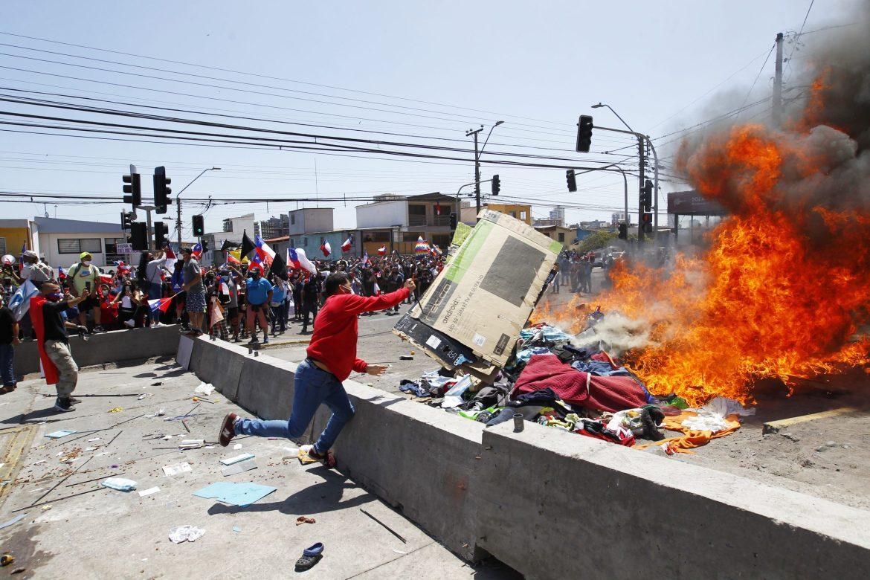chile investiga quema de pertenencias de migrantes venezolanos laverdaddemonagas.com chilenos
