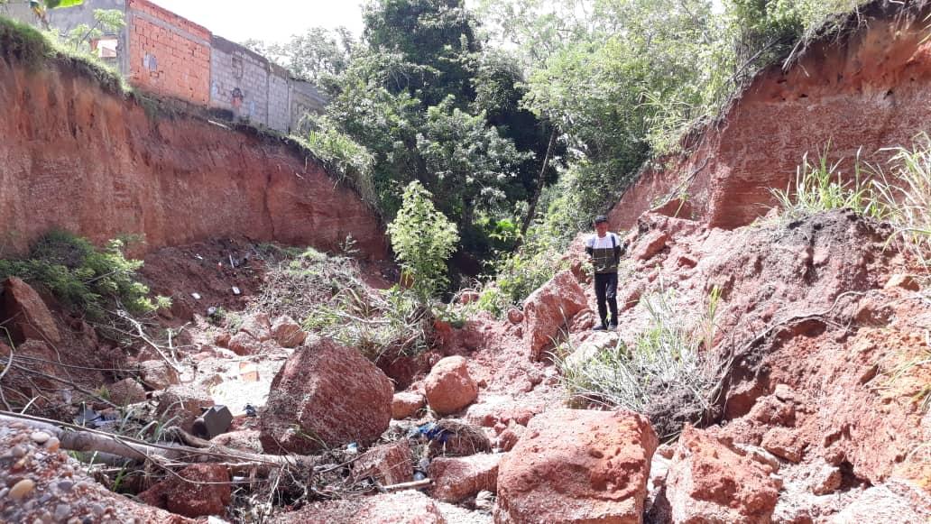 en riesgo cinco familias en peligro por deslizamiento de tierra laverdaddemonagas.com terreno1