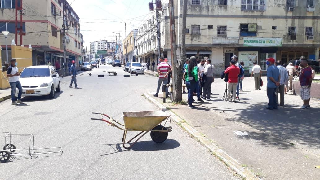 ya no aguantan mas cierran la calle azcue por escasez de gas domestico laverdaddemonagas.com whatsapp image 2021 09 30 at 14.11.42