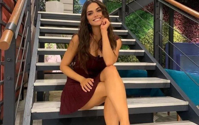 Marisol Gonzalez met 37 years old and celebrated with youth outfit pink, oh my legs!!!