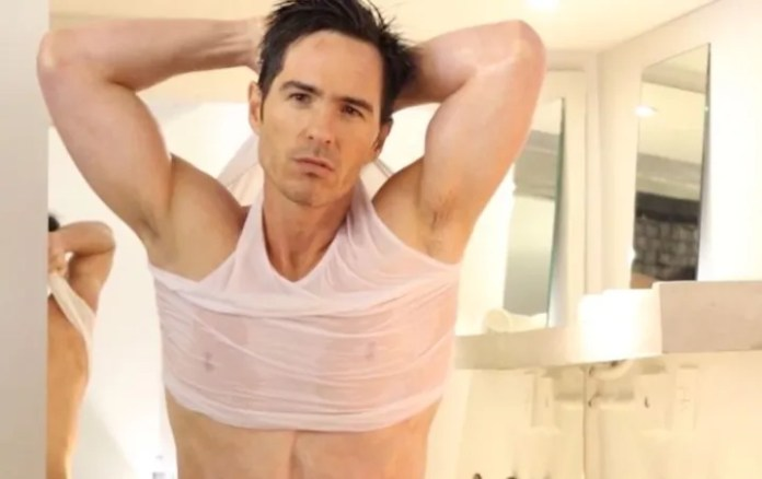 Mauricio Ochmann does promotion after announcing his single status?