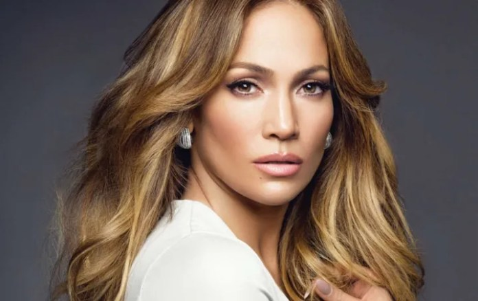 PHOTO: Well held Jennifer Lopez the Day of the Earth Is wonderful!