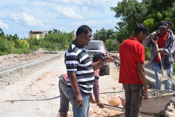 BARAHONA: Director Regional de Obras Públicas resalta importancia asfaltado