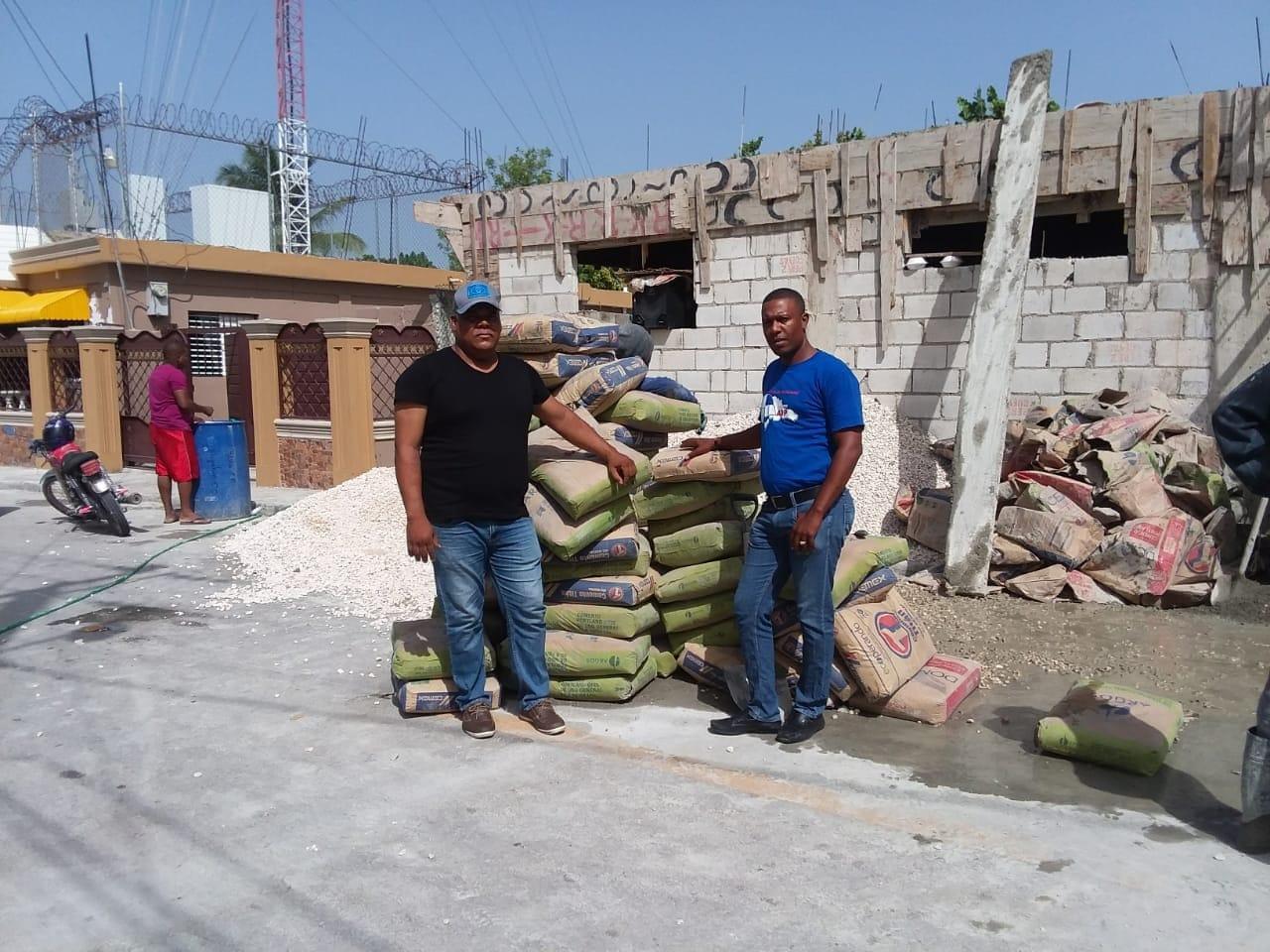 CACHÓN: Ñiñín coopera en construcción de iglesia: entrega cemento