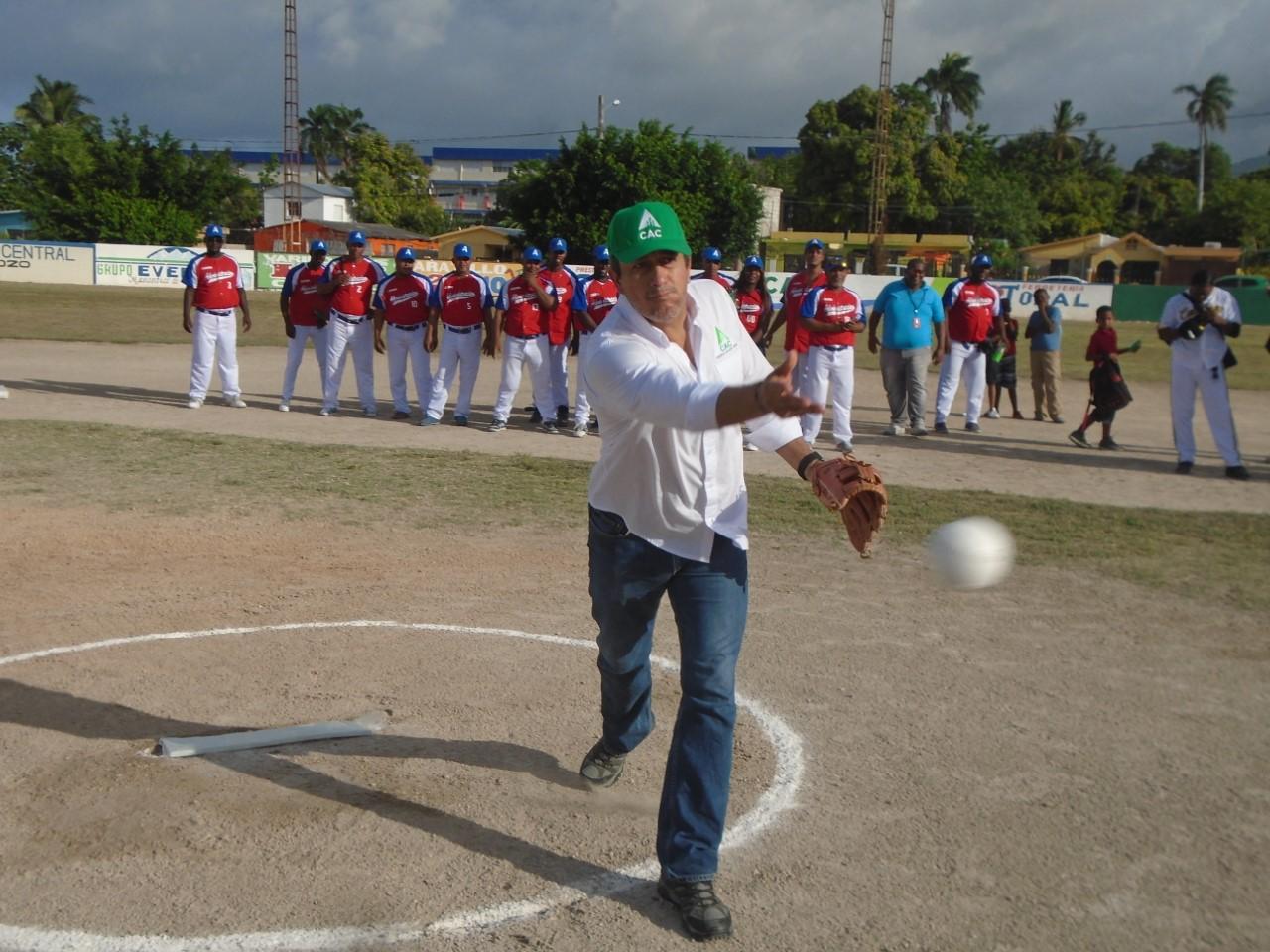 VILLA CENTRAL: Campollo resalta importancia del Torneo Softball CAC; quedó inaugurado