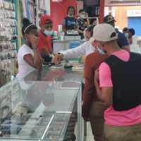 BARAHONA: Allanan tres importadoras; vendían anillos con formato del UCATEBA
