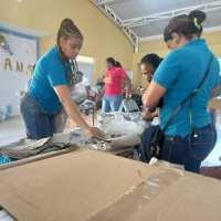 BARAHONA: INABIE y Distrito 01-03 entregan útiles escolares a estudiantes