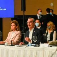 Abinader entrega propuesta de reforma constitucional en el CES
