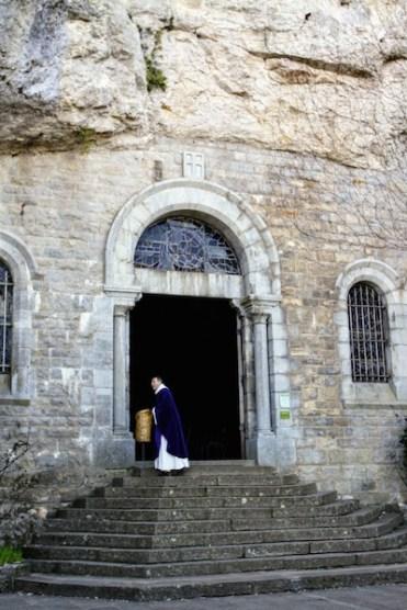 Вход в грот /// The grotto entrance