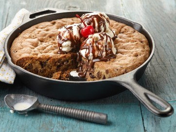 Chef Name: Ree Drummond Full Recipe Name: Skillet Cookie Sundae Talent Recipe: Ree Drummond's Skillet Cookie Sundae, as seen on The Pioneer Woman FNK Recipe: Project: Foodnetwork.com, HOLIDAY/SUPER BOWL/COMFORT/HEALTHY Show Name: The Pioneer Woman Food Network / Cooking Channel: Food Network