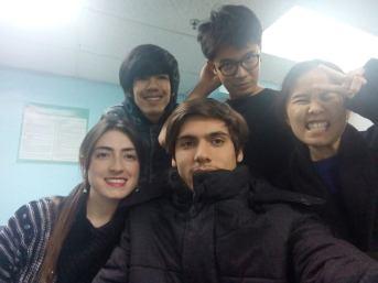 Aquí con algunos compañeros de Tailandia y Francia. Archivo particular.
