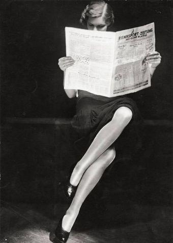 Бумажная пресса A lady reading newspaper, 1932.