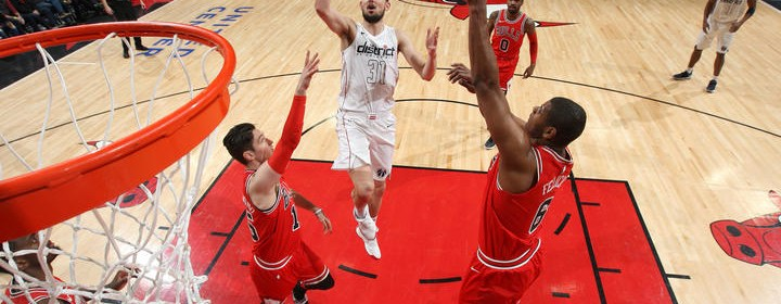 CHICAGO, IL - APRIL 1: Tomas Satoransky #31 of the Washington Wizards shoots the ball against the Chicago Bulls on April 1, 2018 at the United Center in Chicago, Illinois. NOTE TO USER: User expressly acknowledges and agrees that, by downloading and/or using this photograph, user is consenting to the terms and conditions of the Getty Images License Agreement. Mandatory Copyright Notice: Copyright 2018 NBAE (Photo by Gary Dineen/NBAE via Getty Images)