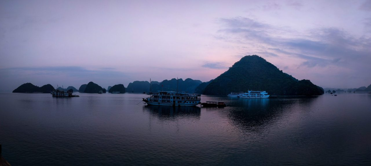 Panorama all'alba, Halong Bay