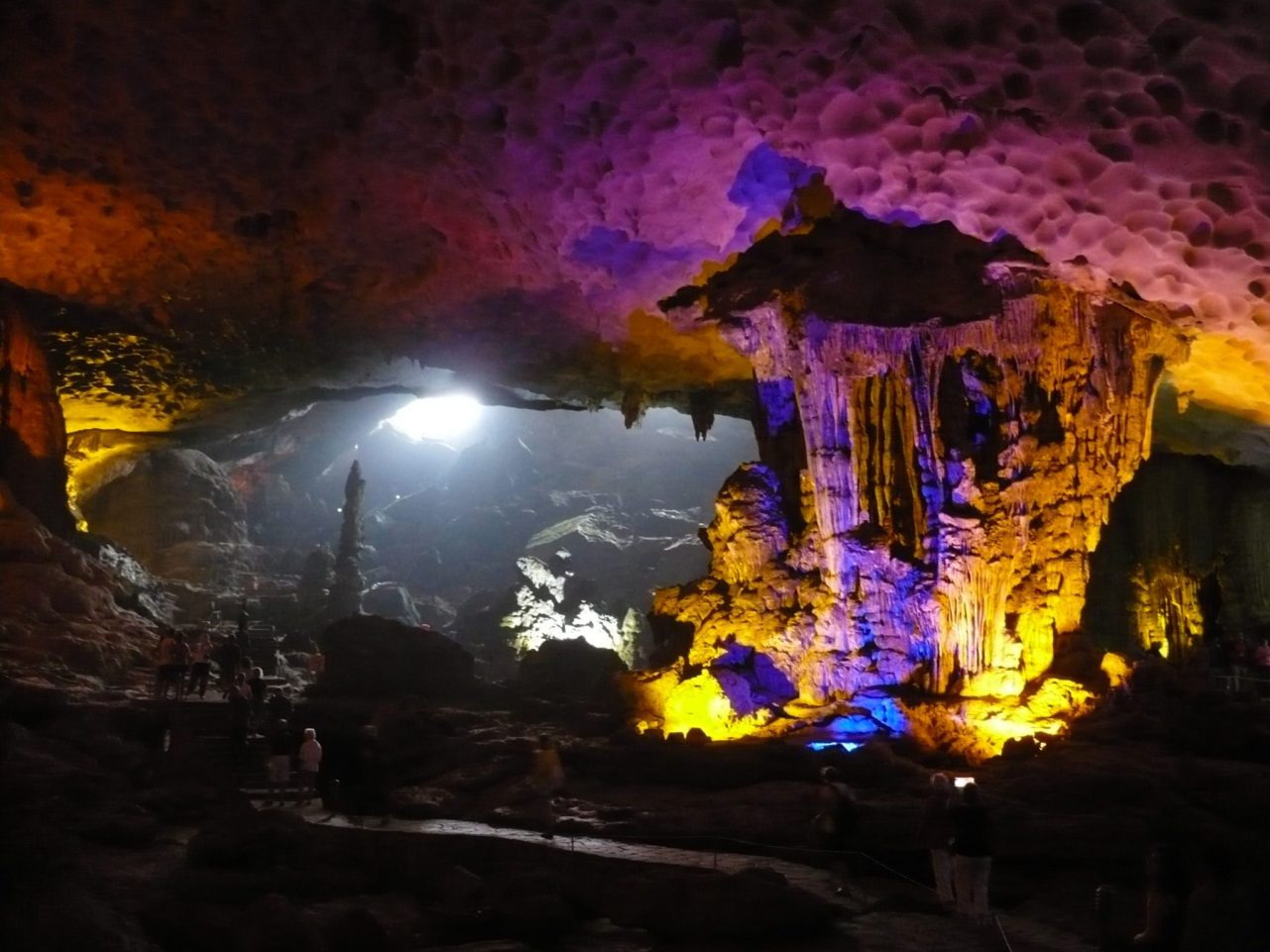 Surprise Cave, Halong Bay