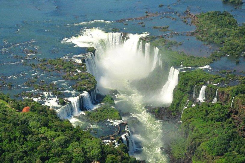 Cataratas de Iguazú en foto aerea