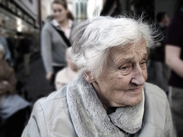 anciana perdida demencia