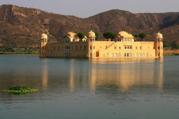palacio en el agua
