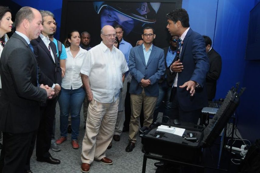 Hipólito promete un gobierno moderno aplicando innovación tecnológica