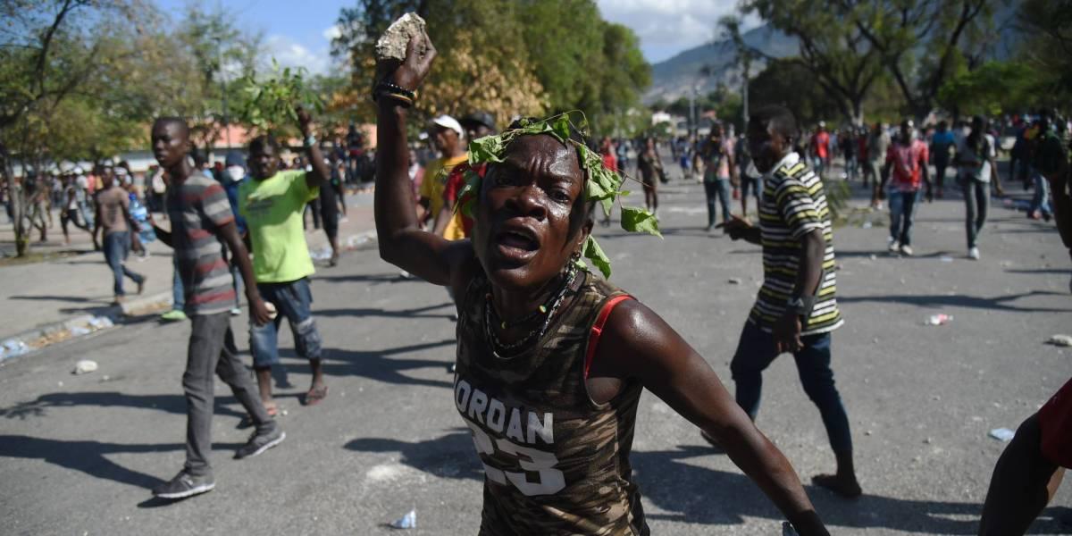 Advierten a autoridades sería difícil parar éxodo de haitianos. Misiones abandonan Haití