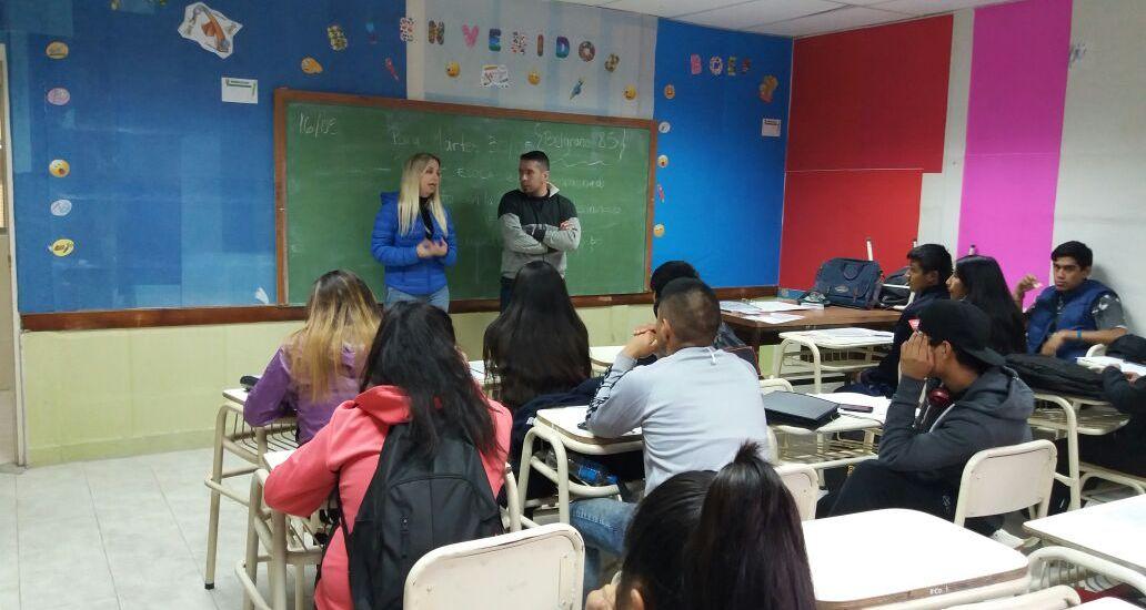 """Realizan charla en el marco del programa """"Jóvenes, barrio y trabajo"""""""