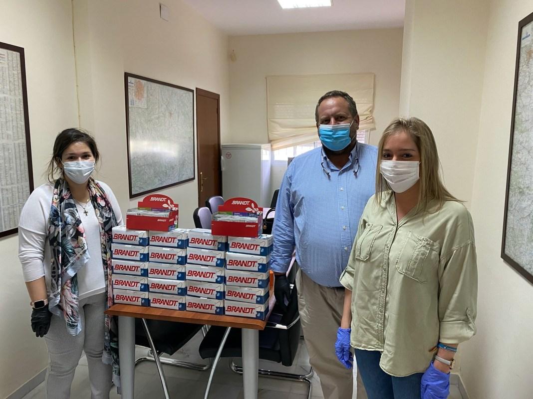Brandt Europe dona 1000 dosis de gel desinfectante y 1000 mascarillas al Ayuntamiento de Carmona 1