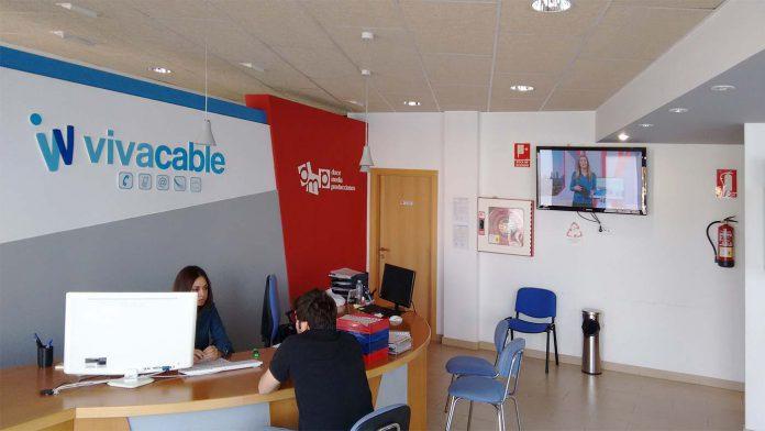 Vivacable dona tablets y tarjetas SIM a la residencia de mayores de El Viso 1