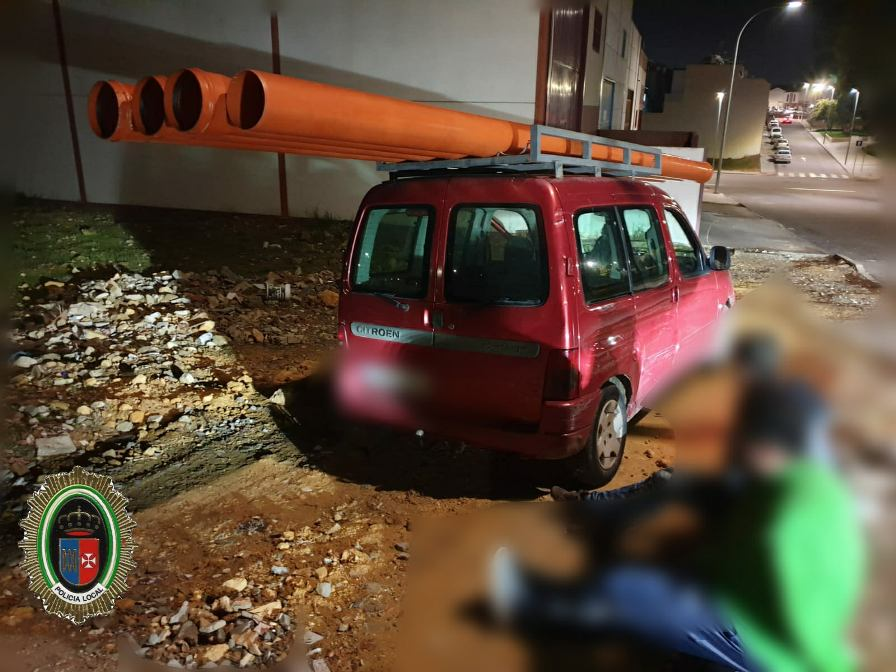 La Policía Local evita un robo de tubos de canalización en la antigua Invirsa
