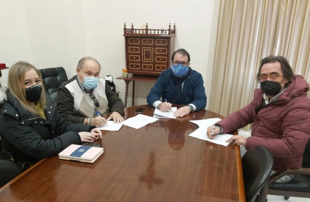 Carmona firma un convenio con Cruz Roja para apoyar a familias vulnerables 1