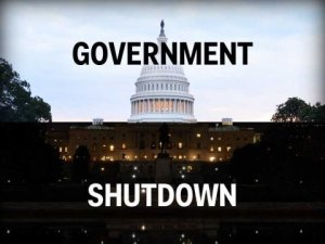 政府关闭对移民机构的影响