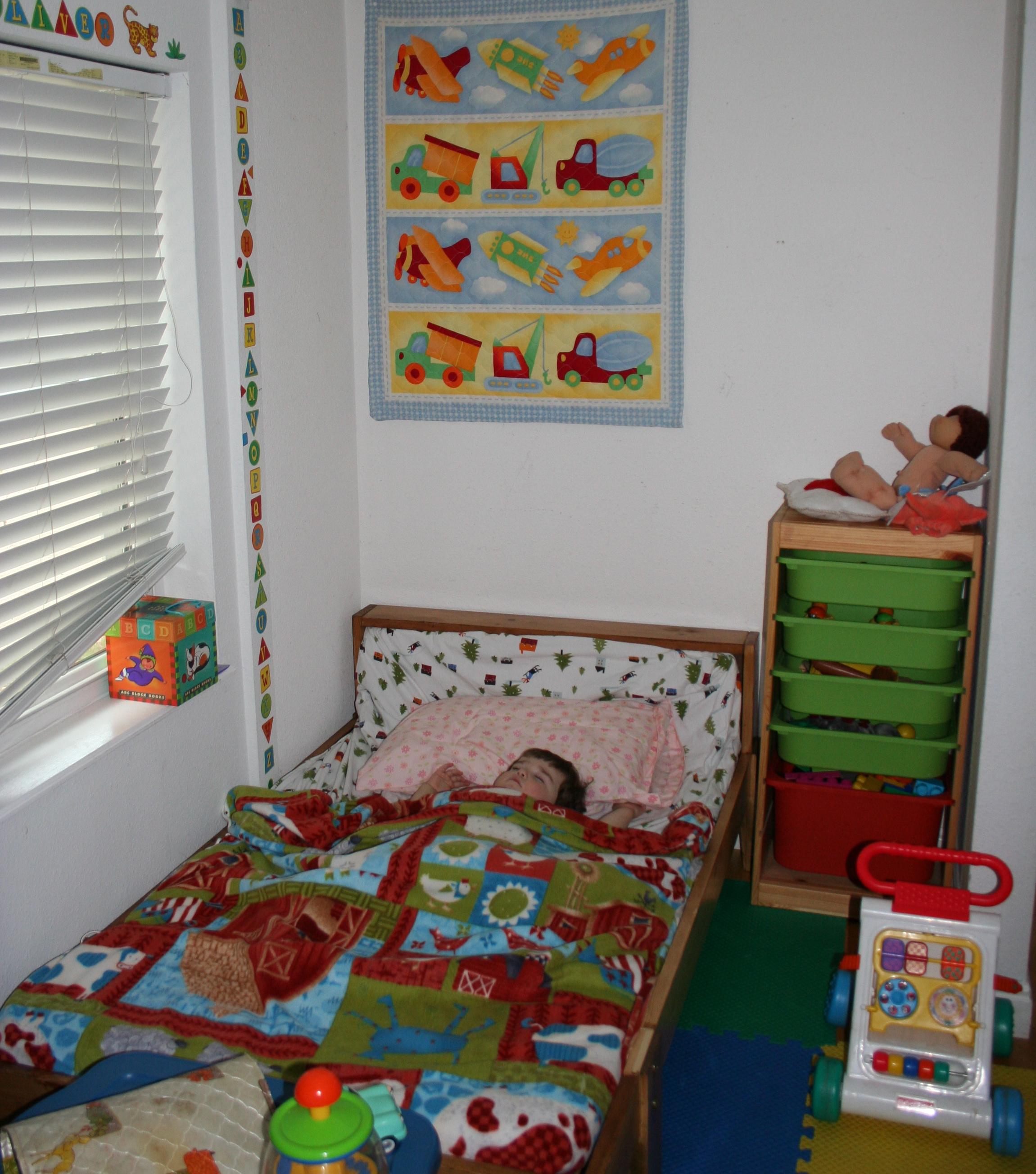 A cheery big boy room... complete with sleeping boy.