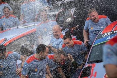 HYUNDAI MOTORSPORT CAMPEONES WRC 2019 © Bastien Baudin/Hyundai Motorsport