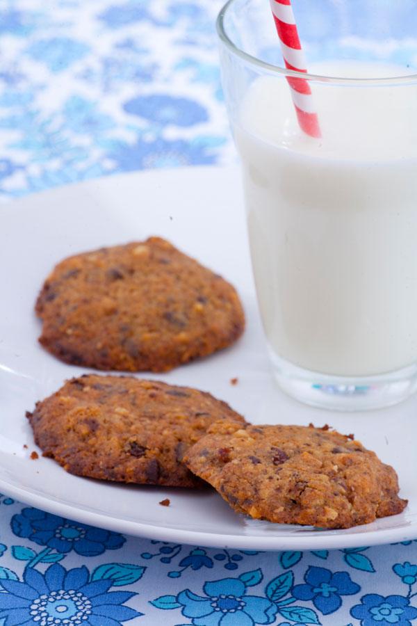 Ciastka maślane z czekoladą i orzechami. Kulinarni blogerzy dla Kubusia