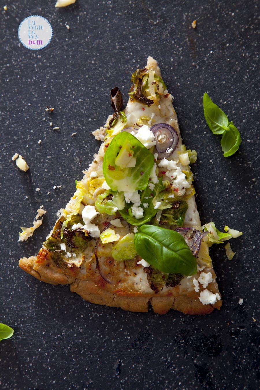 bezglutenowa-pizza-gryczana-z-brukselka-przepis_08