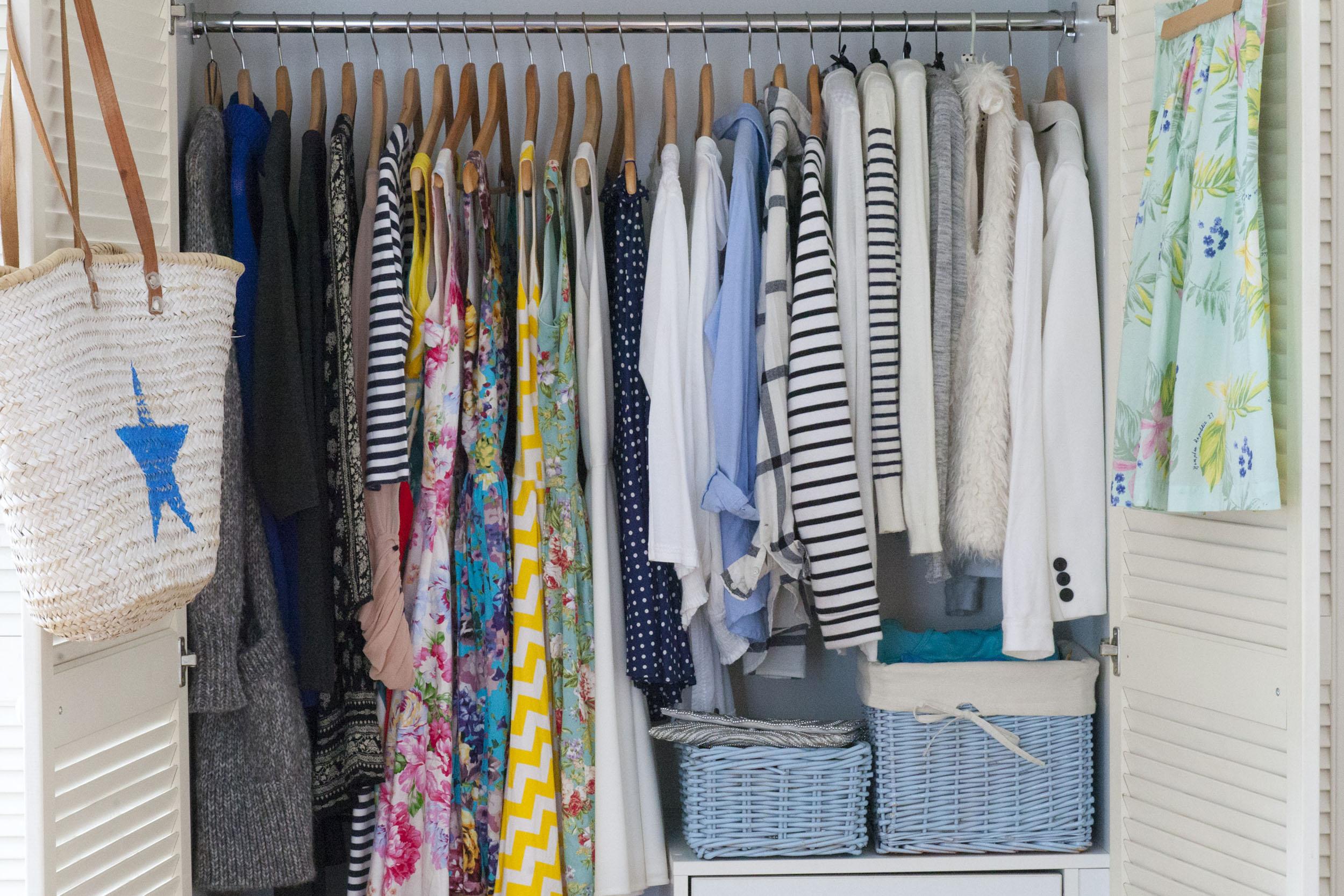 Jak zrobić generalne porządki w szafie – 5 kroków do sukcesu! Capsule wardrobe.