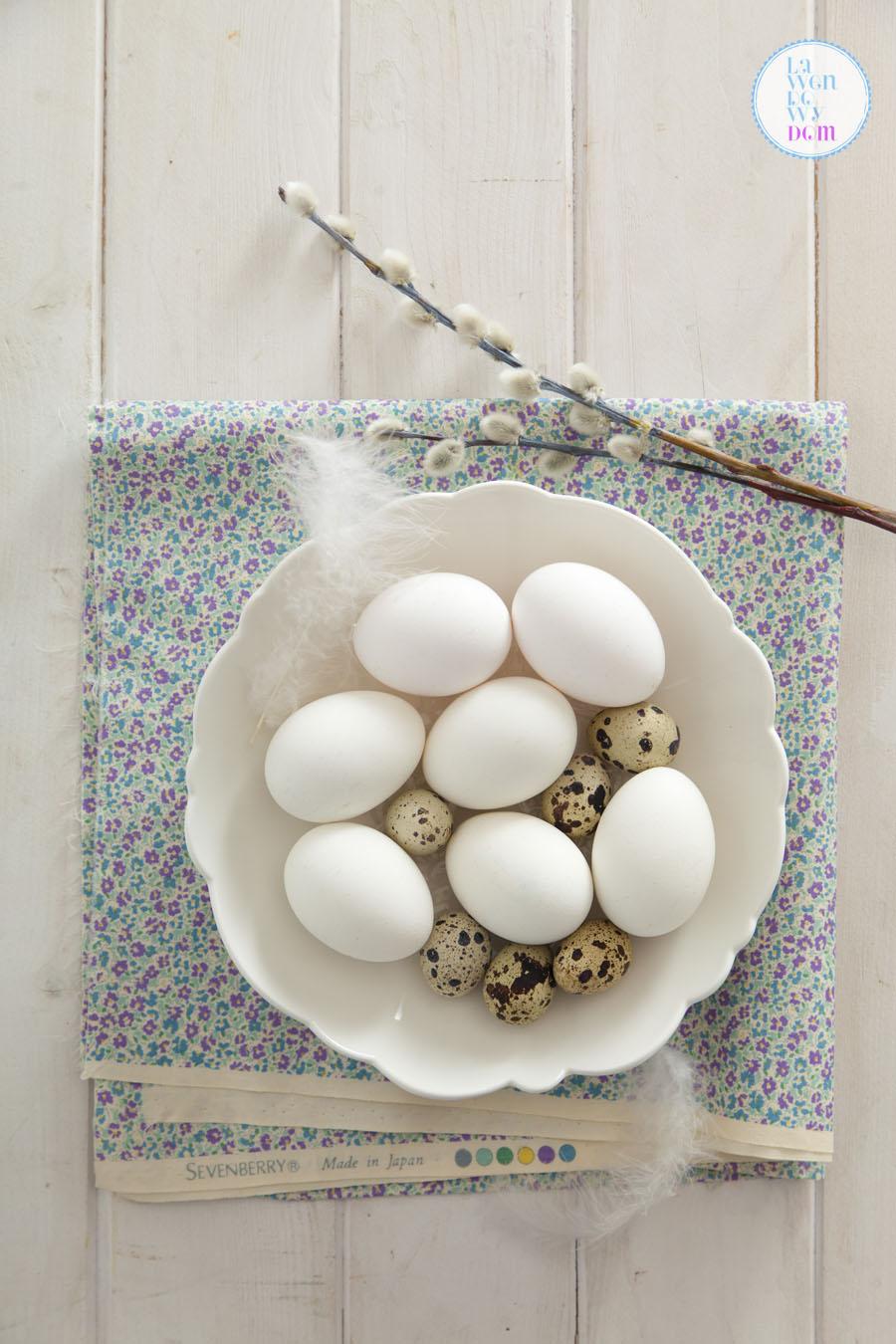 naturalne-sposoby-barwienia-jajek-wielkanocnych01